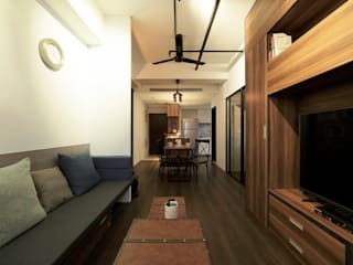 Living room by DIANTHUS 康乃馨室內設計