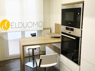 Cocina de estilo nórdico: Cocinas integrales de estilo  de ELDUOMO