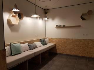Décoration cabinet paramédical La Conserverie d'Intérieurs Espaces de bureaux modernes OSB Beige