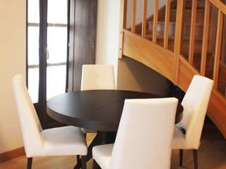 Salón estilo moderno.: Salones de estilo  de ELDUOMO