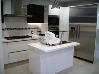 Cocina remodelada:  de estilo  por VIVE arquitectura