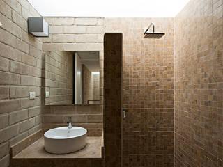 Baños de estilo  por Monolito