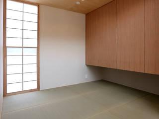 畳コーナー オリジナルデザインの 多目的室 の TEKTON | テクトン建築設計事務所 オリジナル