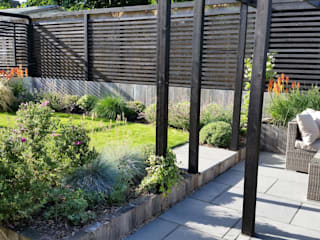 Sloping Garden Design, Crowthorne, Berkshire: modern Garden by Linsey Evans Garden Design