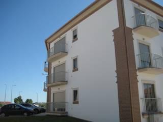 Edificio Habita: Casas modernas por Construções Eugénio Rosa, Lda