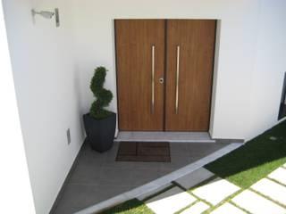 Moradia Habitacional T4 : Portas  por Construções Eugénio Rosa, Lda