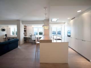 Diseño interior de vivienda: Cocinas de estilo industrial de Sube Susaeta Interiorismo