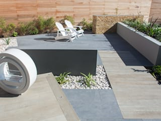 A Contemporary garden in Wales: modern Garden by Robert Hughes Garden Design