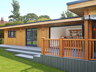 Bespoke Garden Room including study, gym, entertainment area, hot tub and BBQ area with viewing deck Minimalist style garden by Crown Pavilions Minimalist