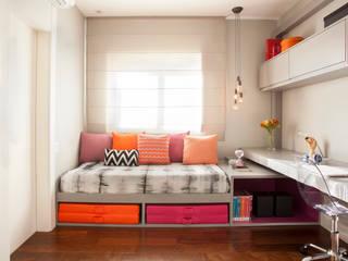 andrea carla dinelli arquitetura Modern style bedroom Orange