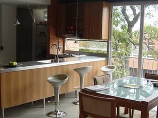 Astorga Loft Salas modernas de ARQUITECTOS URBANISTAS A+U Moderno