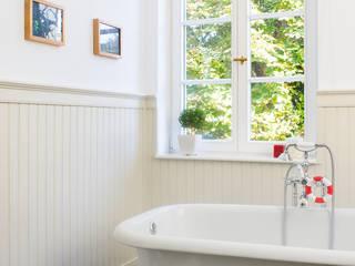 beadboard.de - stilvolle Wandverkleidungen in Küche und Badezimmer Badezimmer im Landhausstil von www.beadboard.de Landhaus