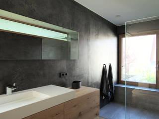 Architekten Lenzstrasse Dreizehn モダンスタイルの お風呂
