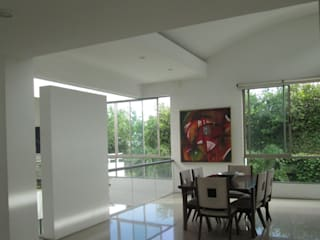 Dining room by CH Proyectos Inmobiliarios