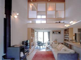 ブックカフェのある家 北欧デザインの リビング の スタジオ・ベルナ 北欧