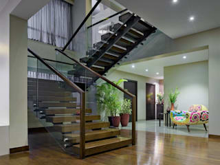Modern Corridor, Hallway and Staircase by Artistic Design Works Modern