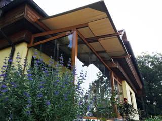 Sommergarten mit Glasschiebetüren und Markise Schmidinger Wintergärten, Fenster & Verglasungen Klassischer Wintergarten Glas Beige