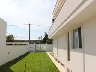 Jardines de estilo moderno de Architetto Valentina Longo Moderno