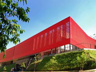 Estudios y oficinas modernos de ARQUITECTOS URBANISTAS A+U Moderno