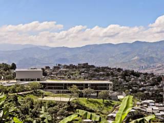 Intervención Urbano Integral Comuna Nororiental Medellin Casas modernas de ARQUITECTOS URBANISTAS A+U Moderno