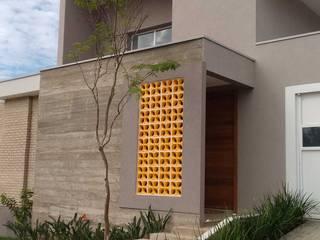 Paredes y suelos de estilo moderno de zammarian arquitetura e interiores Moderno