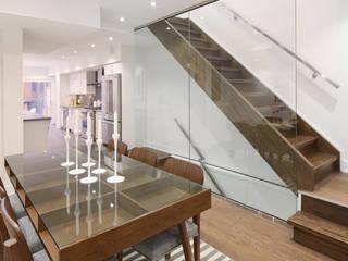 Minimalist dining room by Contempo Studio Minimalist