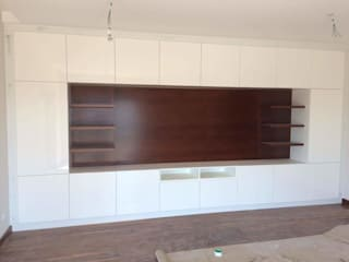 Movel Sala Lacado e madeira:   por Oliveira e Lucas Lda
