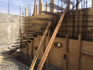 Muros y escaleras de Hormigón Armado Visto: Pasillos y recibidores de estilo  por Development Architectural group