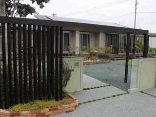 O邸: 有限会社 トータルエクステリアいしまるが手掛けた家です。