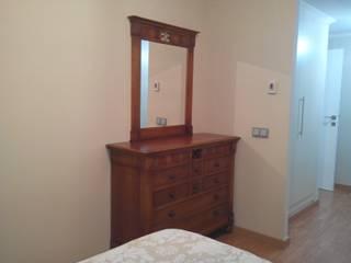 Adaptación mobiliario: Dormitorios de estilo  de CONSUELO TORRES