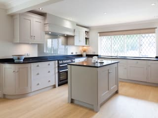 Cloveley Grove :  Built-in kitchens by Baker & Baker