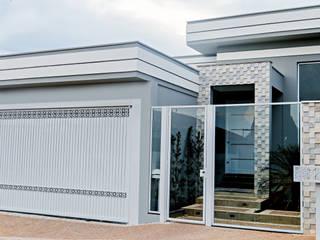 Maisons modernes par Carla Monteiro Arquitetura e Interiores Moderne