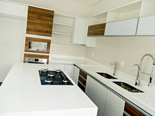 Carla Monteiro Arquitetura e Interiores Modern kitchen