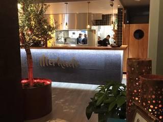 Restaurante Mercado Corredores, halls e escadas industriais por a+arquitectura Industrial