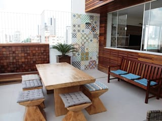 Balcones y terrazas rústicos de Studio Bossa Decoração de Interiores Rústico