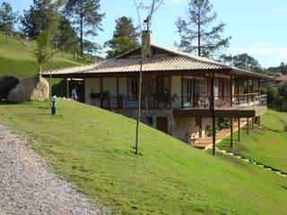 Casa de fazenda: Casas do campo e fazendas  por Angelucci Arquitetura,Moderno