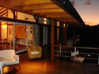 Casa de fazenda: Terraços  por Angelucci Arquitetura,Moderno