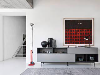Design Sideboard mit Sockel und offenen Fächern:   von Livarea