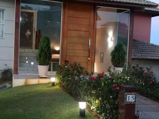 Casa Tropical: Condomínios  por LUCIANA SIMÕES FERNANDES DE OLIVEIRA,Tropical