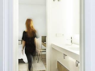 Badezimmer von Casas inHAUS, Mediterran