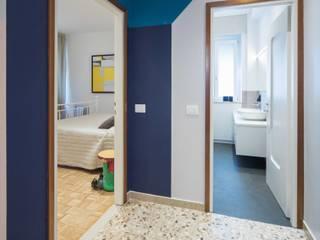 Modern corridor, hallway & stairs by PADIGLIONE B Modern