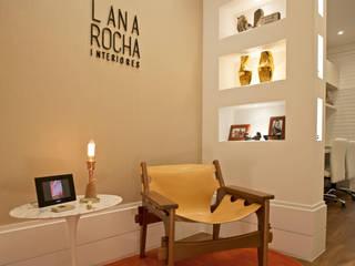 RECEPÇÃO: Escritórios  por Lana Rocha Interiores