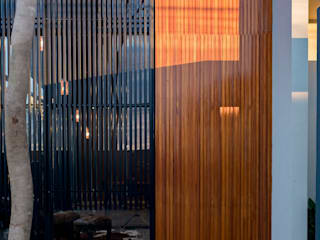 Casa Granada: Casas pré-fabricadas  por Estúdio HAA!,Moderno