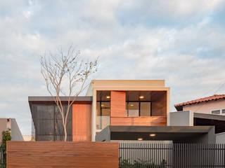 Casa Granada: Casas familiares  por Estúdio HAA!,Moderno