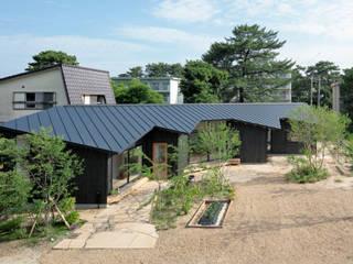 矩のつらなり: 池田雪絵大野俊治 一級建築士事務所が手掛けた屋根です。,
