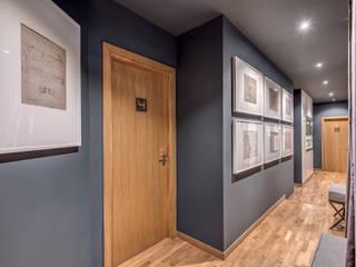 Couloir, entrée, escaliers modernes par Studio Guerra Sas Moderne