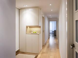 Pasillos, vestíbulos y escaleras de estilo moderno de Estibaliz Martín Interiorismo Moderno