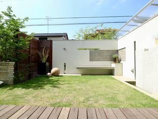 自然石を使ったモダンデザイン: 株式会社Garden TIMEが手掛けた庭です。,