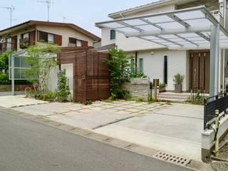 自然石を使ったモダンデザイン: 株式会社Garden TIMEが手掛けた一戸建て住宅です。,