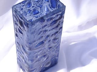Vase dark blue 30 cm square:   by ArteGlass